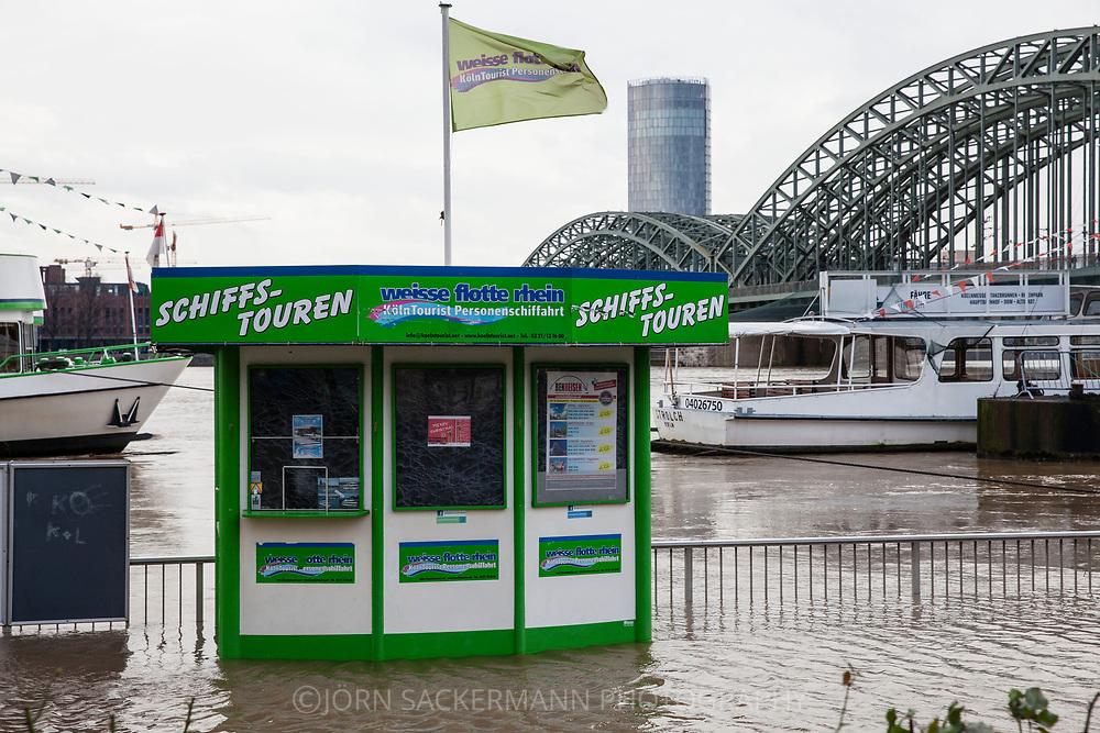 Cologne, Germany, 7. January 2018, flood of the river Rhine, ticket kiosk for boat trips, Hohenzollern bridge.<br /> <br /> K&ouml;ln, Deutschland, 7. Januar 2018, Hochwasser des Rheins, Ticketkiosk fuer Bootsfahrten, Hohenzollernbruecke.