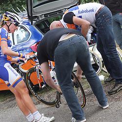 Boels Rental Ladiestour 2013 Stage 6 Bunde - Berg en Terblijt Lekke Ban Annemiek van Vleuten op de Kruishoeveweg