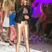 NLD/Amsterdam/20130713 - AFW 2013 Zomer, modeshow Supertrash Girls, optreden Souhaila