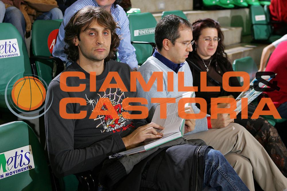 DESCRIZIONE : Treviso Eurolega 2006-07 Benetton Treviso Winterthur FC Barcellona <br /> GIOCATORE : Nicola Libro 25 anni Treviso <br /> SQUADRA : <br /> EVENTO : Eurolega 2006-2007 <br /> GARA : Benetton Treviso Winterthur FC Barcellona <br /> DATA : 21/12/2006 <br /> CATEGORIA : Ritratto <br /> SPORT : Pallacanestro <br /> AUTORE : Agenzia Ciamillo-Castoria/S.Silvestri