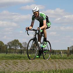 02-05-2015: Wielrennen: Ronde van Overijssel mannen: Rijssen  <br />RIJSSEN (NED) wielrennen:  De 63e ronde van Overijssel heeft als zwaarte punt de heuveltjes rond Ootmarsum en de Sallandse heuvelrug. Net als in de ronde van Vlaanderen kent men in Overijssel het dorp van de ronde. In 2015 is de eer aan Markelo.<br />Aanvaller Conor Dunne