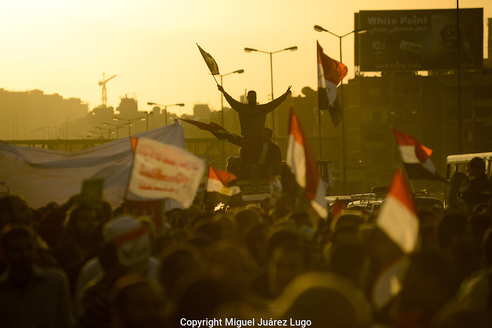 Cairo, Egypt, Dec. 11, 2012-Islamist supporters of Egyptian President Mohamed Morsi rally near the presidential palace ahead of a referendum on a draft constitution. (Photo by Miguel Juarez Lugo)