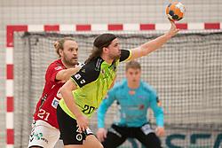 Jesper Dahl (Nordsjælland) presses af Henrik Møllgaard (Aalborg Håndbold) under kampen i Herrehåndbold Ligaen mellem Nordsjælland Håndbold og Aalborg Håndbold den 27. november 2019 i Helsinge Hallen (Foto: Claus Birch).