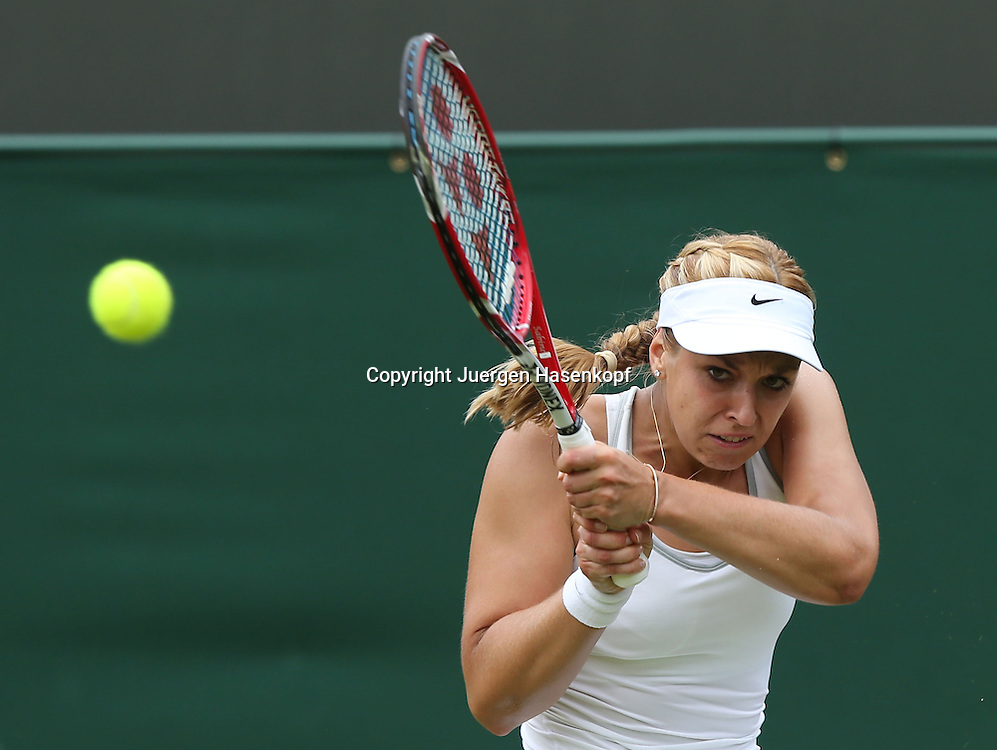 Wimbledon Championships 2013, AELTC,London,<br /> ITF Grand Slam Tennis Tournament,<br /> Sabine Lisicki (GER),Aktion,Einzelbild,Halbkoerper,Querformat,