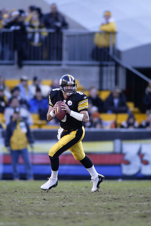 Quarterback Tommy Maddox of the Pittsburgh Steelers rolls out during their 24-20 defeat to the Cincinnati Bengals on 11/30/2003. ©JC Ridley/NFL Photos.
