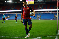 Fotball , UEFA Nations Leauge 2018 , Landskamp menn , <br /> 06.09.2018 , 20180906<br /> Norge - Kypros <br /> Norges Mohamed Elyounoussi er ved hjørneflagget for å slå en corner, med en tom kortside i bakgrunnen<br /> Foto: Sjur Stølen / Digitalsport