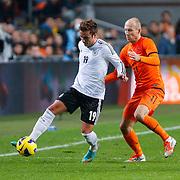 NLD/Amsterdam/20121114 - Vriendschappelijk duel Nederland - Duitsland, Mario Gotze in duel met Arjen Robben en Ron Vlaar