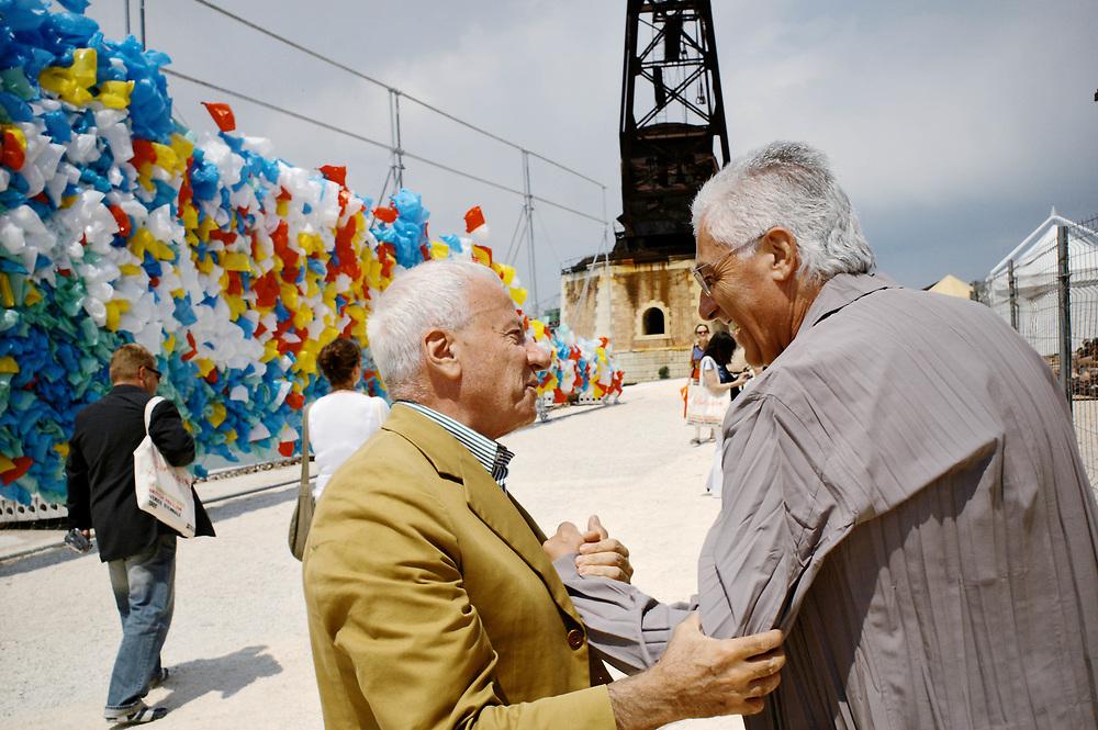 09 JUN 2005 - Venezia - La Biennale di Venezia: 51 Esposizione Internazionale d'Arte. Achille Bonito Oliva con Germano Celant. :-: Venice, Italy - 51st International Art Exhibition.