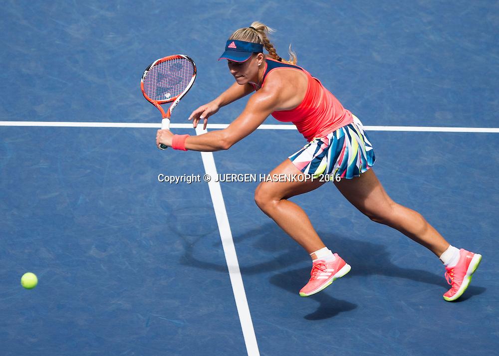 ANGELIQUE KERBER (GER), von oben<br /> <br /> Tennis - US Open 2016 - Grand Slam ITF / ATP / WTA -  USTA Billie Jean King National Tennis Center - New York - New York - USA  - 6 September 2016.