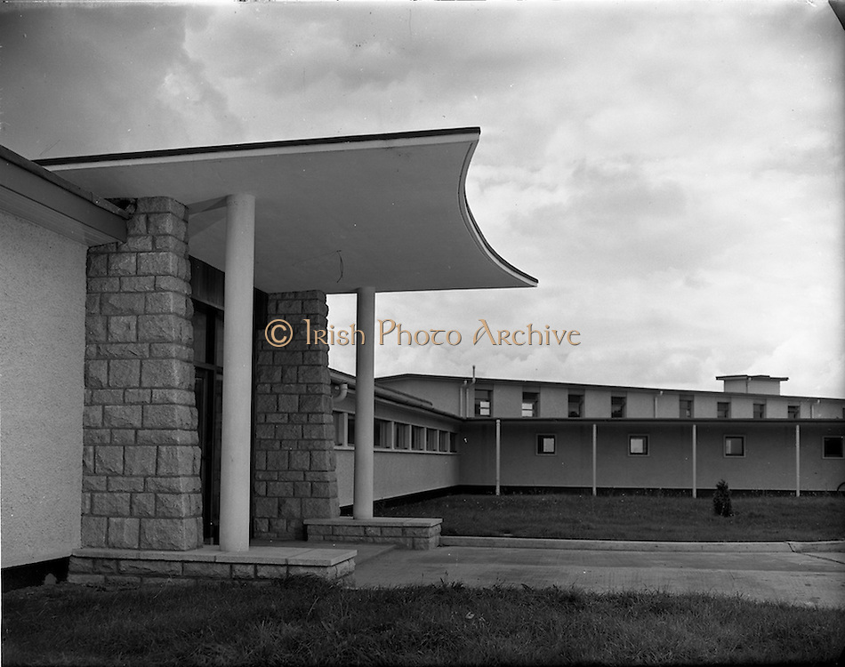 11/09/1952<br /> 09/11/1952<br /> 11 September 1952<br /> Exteriors and interiors of Ballyowen Hospital , Lucan Dublin for Louis Peppard and Jack Manahan, architects.