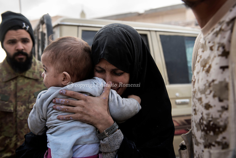 Libya, Sirte: A woman hugs one of her three children after fighters of the Libyan forces affiliated to the Tripoli government took them out of the fighting area in Sirte. Alessio Romenzi