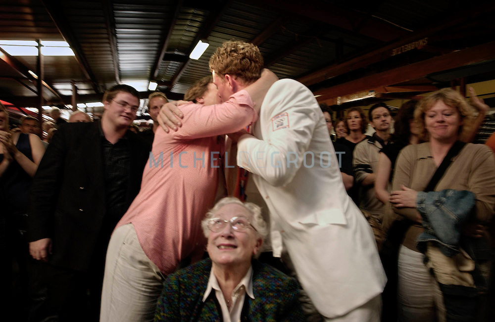 GRONINGEN, NETHERLANDS - 11-9-2003: HULDIGING JAN-WILLEM GABRIELS BIJ GYAS. Tijdens de Olympische Spelen in Athene won het roeiteam Holland Acht een zilveren medaille. Jan-Willem's oma kijkt toe hij hij door zijn moeder omhelsd wordt.