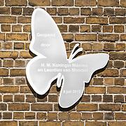 NLD/Zevenhuizen/20150709 -  Koningin Maxima opent het Leontienhuis, een initiatief van oud-wielrenster Leontien Zijlaard-van Moorsel, de plaquette van het Leontienhuis