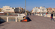 Lido di Ostia, Roma<br /> Il pontile, il punto più caratteristico ed il più suggestivo di Ostia.Un musicista suona la chitarra.<br /> Lido di Ostia, Rome<br /> The wharf, the most characteristic and the most evocative of Ostia. A musician plays the guitar.