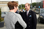 Prins Edward is aanwezig in Almere voor de The International Award For Young People (TIAYP) In  het stadhuis van Almere gaat hij in gesprek met Almeerse scholieren en docenten.<br /> <br /> Prince Edward is present in Almere for the The International Award For Young People (TIAYP) in the town hall of Almere in Almere, he talks to students and teachers.