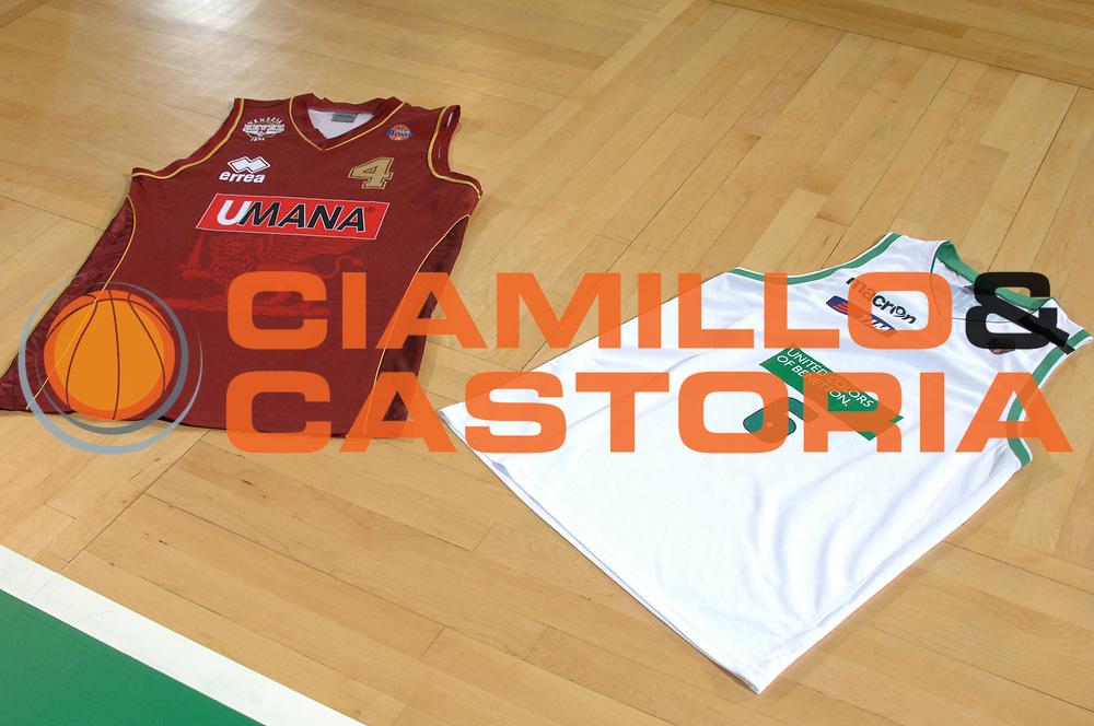 DESCRIZIONE : Treviso Lega A 2011-12 Umana Venezia Benetton Basket Treviso <br /> GIOCATORE : maglie<br /> CATEGORIA :  <br /> SQUADRA : Umana Venezia Benetton Basket Treviso <br /> EVENTO : Campionato Lega A 2011-2012<br /> GARA : Umana Venezia Benetton Basket Treviso <br /> DATA : 28/04/2012<br /> SPORT : Pallacanestro<br /> AUTORE : Agenzia Ciamillo-Castoria/M.Gregolin<br /> Galleria : Lega Basket A 2011-2012<br /> Fotonotizia :  Treviso Lega A 2011-12 Umana Venezia Benetton Basket Treviso <br /> Predefinita :