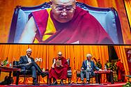 ROTTERDAM - De Dalai Lama en Richard Gere in gesprek voorafgaand aan een lezing van de geestelijk leider van het Tibetaanse volk in Ahoy in Rotterdam. De lezing is in het kader van dertig jaar International Campaign for Tibet. ANP ROBIN UTRECHT