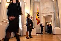 07 JAN 2004, BERLIN/GERMANY:<br /> Johannes Rau (R), Bundespraesident, und seine Frau Christina Rau (L), waehrend dem Neujahrsempfang des Bundespraaesidenten, Schloss Bellevue<br /> IMAGE: 20040107-01-012<br /> KEYWORDS: Empfang, Neujahr, Bundespr&auml;sident, Gattin, Praesidentengattin, Pr&auml;sidentengattin, Flagge, Fahne, Bundesadler, Defilee