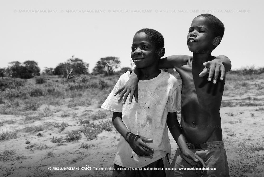 Crianças alegres perto da Foz-do-Kwanza, Bengo, Angola