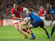 Milton Keynes, Great Britain,    Ciaran HEARN, ready to unload the ball, during the Pool D Game, France vs Canada.  2015 Rugby World Cup, Venue, StadiumMK, Milton Keynes, ENGLAND.  Thursday  01/10/2015<br /> Mandatory Credit; Peter Spurrier/Intersport-images]