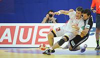 Handball EM Herren 2010 Hauptrunde Deutschland - Spanien 26.01.2010 Julen Aguinagalde (ESP vorne) gegen Michael Mueller (GER)