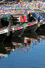2016-05-01 Narrowboaters wake up to bright sunsine at Canalway Cavalcade