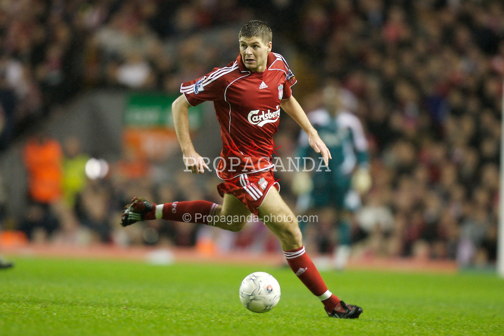 LIVERPOOL, ENGLAND - Tuesday, January 15, 2008: Liverpool's captain Steven Gerrard MBE in action against Luton Town during the FA Cup 3rd Round Replay at Anfield. (Photo by David Rawcliffe/Propaganda)