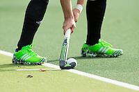 AMSTELVEEN-HOCKEY-  Aangeven strafcorner.  Hoofdklasse competitiewedstrijd tussen de heren van Amsterdam en SCHC (4-1). COPYRIGHT KOEN SUYK