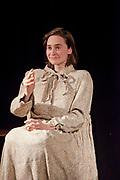 Amanda, Spectacle de Claudine Rivest et sa robe marionnettique.  à  OUF du Festival Castelliers / Montreal / Canada / 2018-03-11, Photo © Marc Gibert / adecom.ca