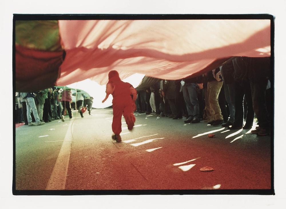 Firenze, European Social Forum, novembre 2002. 6 novembre, manifestazione contro la base NATO di Camp Derby presso Pisa.