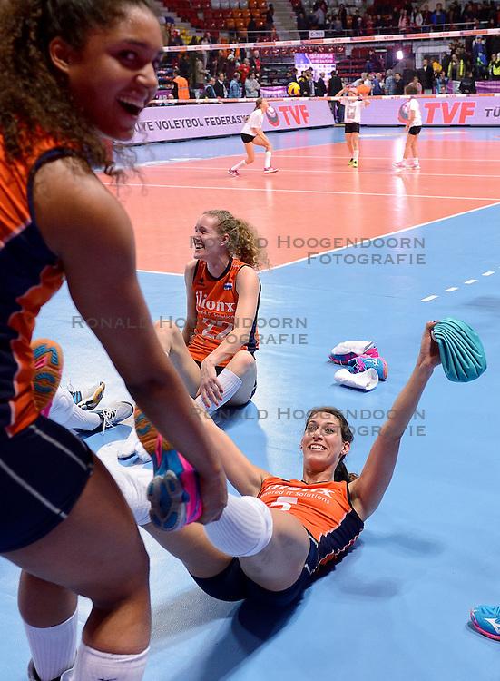 06-01-2016 TUR: European Olympic Qualification Tournament Turkije - Nederland, Ankara<br /> Nederland wint met 3-0 van Turkije / Robin de Kruijf #5 viert feest na de 3-0 overwinning. Celeste Plak #4 trekt de Kruijf de zaal door