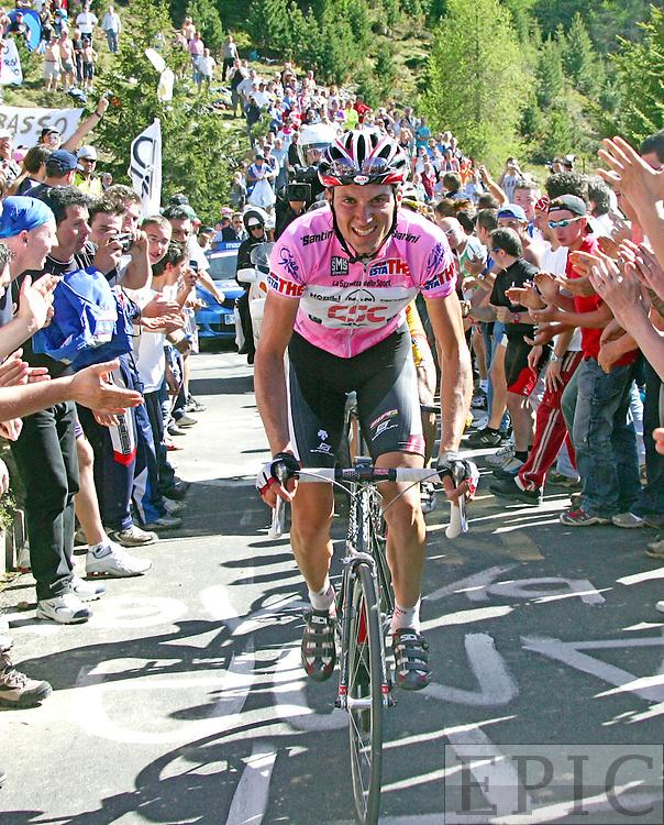 Ivan Basso auf der zwanzigsten Etappe des Giro Italia am 27.05.2006 von Tento nach Aprica