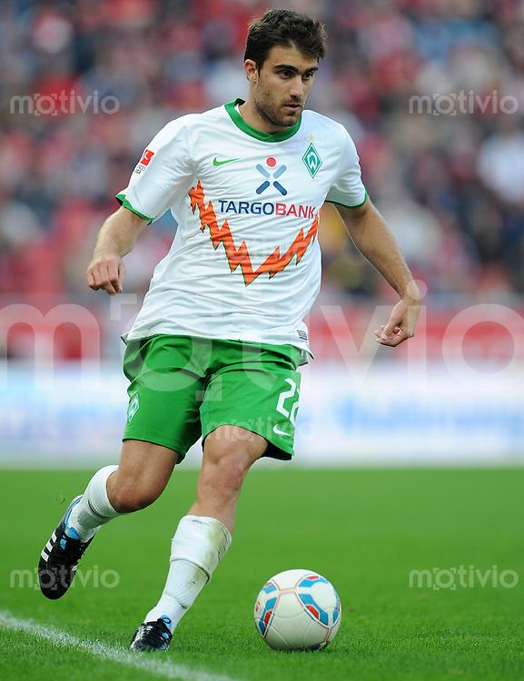 FUSSBALL   1. BUNDESLIGA   SAISON 2011/2012    2. SPIELTAG Bayer 04 Leverkusen - SV Werder Bremen              14.08.2011 Sokratis PAPASTATHOPOULOS (SV Werder Bremen) Einzelaktion am Ball