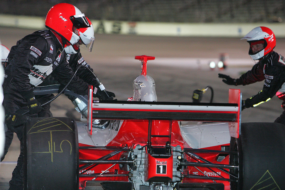 Helio Castroneves pits at the Texas Motor Speedway, Bombardier Learjet 500, June 11, 2005