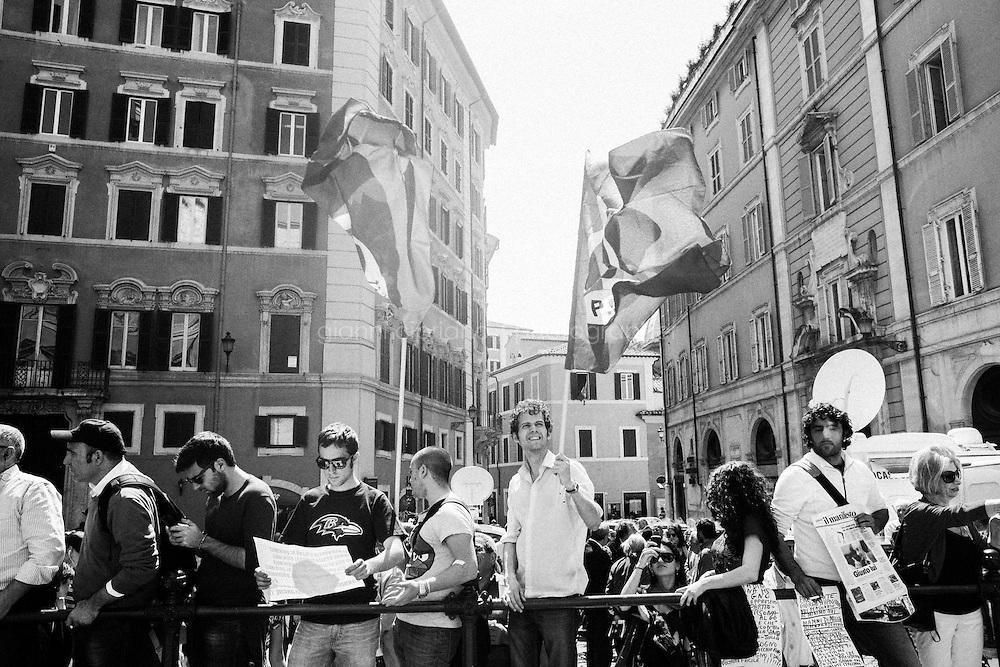 ROMA, ITALIA - 18 APRILE 2013: a Roma, Italy, il 18 april 2013.<br /> <br /> Le elezioni del presidente della Repubblica sono iniziate il 18 aprile 2013. Nelle prime 3 votazioni sono necessari 672 voti per eleggere il Presidente della Repubblica, ossia i due terzi dei 1007 componenti (630 deputati, 319 senatori e 58 rappresentanti delle regioni). Dalla quarta votazione in poi, sar&agrave; invece necessaria la maggioranza assoluta dell'assemblea, ossia 504 voti.