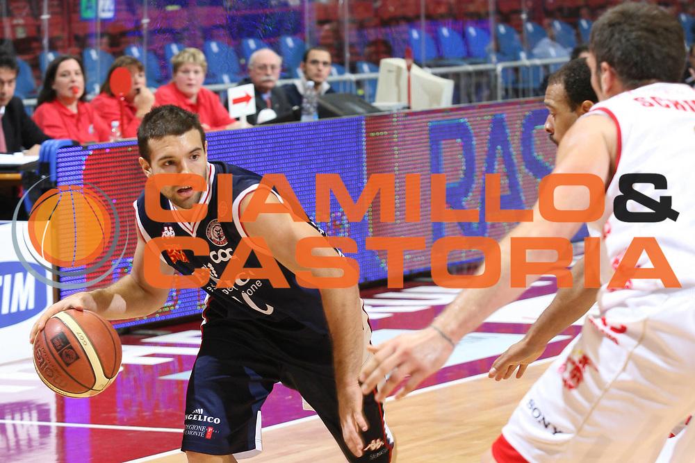 DESCRIZIONE : Milano Lega A1 2006-07 Armani Jeans Milano Angelico Biella<br />GIOCATORE : Porta<br />SQUADRA : Angelico Biella<br />EVENTO : Campionato Lega A1 2006-2007 <br />GARA : Armani Jeans Milano Angelico Biella<br />DATA : 04/11/2006 <br />CATEGORIA :  Palleggio<br />SPORT : Pallacanestro <br />AUTORE : Agenzia Ciamillo-Castoria/S.Ceretti