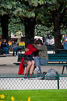Paris, Lovers on a bench