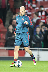 19.02.2014, Emirates Stadion, London, ESP, UEFA CL, FC Arsenal vs FC Bayern Muenchen, Achtelfinale, im Bild Arjen ROBBEN #10 (FC Bayern Muenchen) beim warm up // during the UEFA Champions League Round of 16 match between FC Arsenal and FC Bayern Munich at the Emirates Stadion in London, Great Britain on 2014/02/19. EXPA Pictures © 2014, PhotoCredit: EXPA/ Eibner-Pressefoto/ Kolbert<br /> <br /> *****ATTENTION - OUT of GER*****
