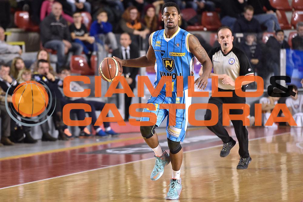 DESCRIZIONE : Roma Lega A 2014-15 Acea Roma vs Vanoli Basket Cremona<br /> GIOCATORE : Bell James<br /> CATEGORIA : Palleggio<br /> SQUADRA : Vagoli Basket Cremona<br /> EVENTO : Campionato Lega A 2014-2015 GARA : Acea Roma vs Vanoli Basket Cremona<br /> DATA : 07/12/2014 <br /> SPORT : Pallacanestro <br /> AUTORE : Agenzia Ciamillo-Castoria/GiulioCiamillo <br /> Galleria : Lega Basket A 2014-2015 <br /> Fotonotizia : Acea Roma Lega A 2014-15 Acea Roma vs Vanoli Basket Cremona<br /> Predefinita :