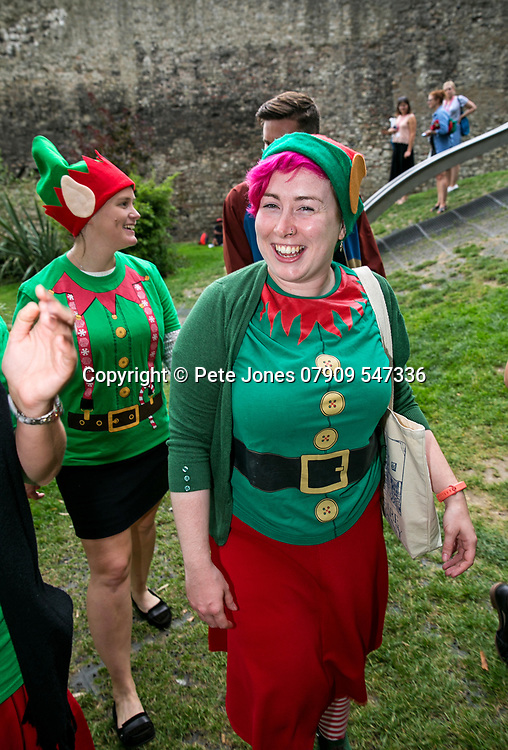 Alzheimers Society;<br /> Elf Day Promotional images;<br /> Tower Hill, London;<br /> 29th August 2017.<br /> <br /> &copy; Pete Jones<br /> pete@pjproductions.co.uk
