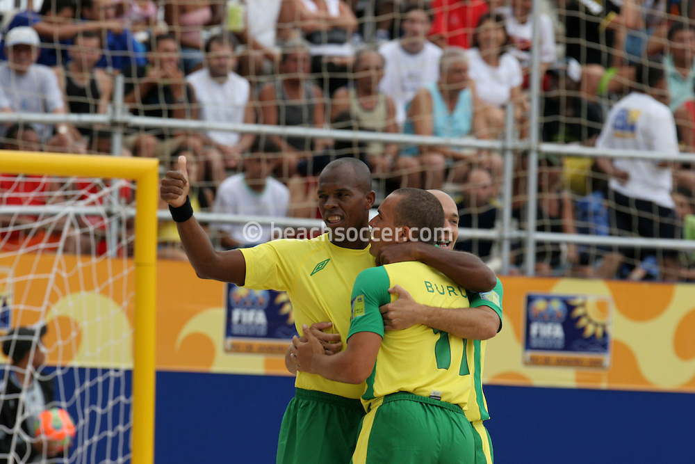 Footbal-FIFA Beach Soccer World Cup 2006 -BRA x USA -Junior Negão and Buru celebrates the goal  - Rio de Janeiro, Brazil - 07/11/2006.<br />Mandatory Credit: FIFA/Ricardo Ayres