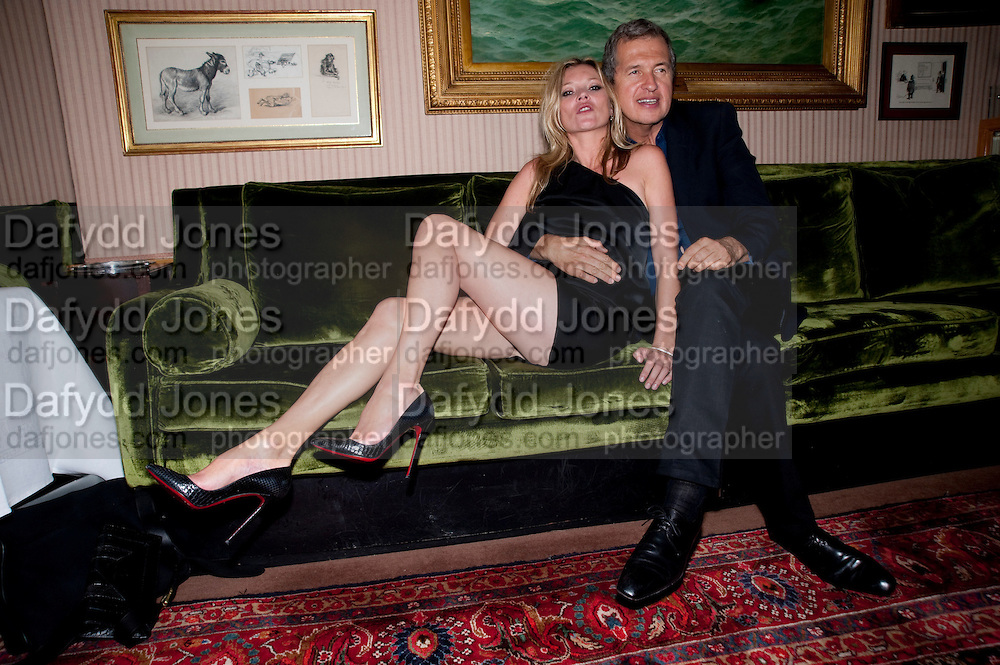 KATE MOSS; MARIO TESTINO, Dinner hosted by Elizabeth Saltzman for Mario Testino and Kate Moss. Mark's Club. London. 5 June 2010. -DO NOT ARCHIVE-© Copyright Photograph by Dafydd Jones. 248 Clapham Rd. London SW9 0PZ. Tel 0207 820 0771. www.dafjones.com.