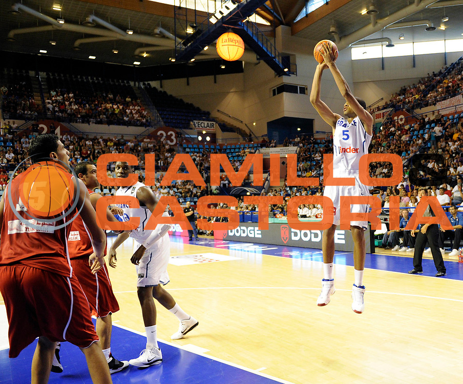 DESCRIZIONE : Equipe de France A Preparation Championnat du monde France Tunisie Homme Pau<br /> GIOCATORE : Batum Nicolas<br /> SQUADRA : France<br /> EVENTO : France Homme 2009-2010<br /> GARA : France Tunisie<br /> DATA : 07/08/2010<br /> CATEGORIA : Basketball Action Homme<br /> SPORT : Basketball<br /> AUTORE : JF Molliere par Agenzia Ciamillo-Castoria <br /> Galleria : France Homme 2009-2010 <br /> Fotonotizia : France A Homme 2009-10 France Tunisie Preparation Championnat du Monde Pau <br /> Predefinita :