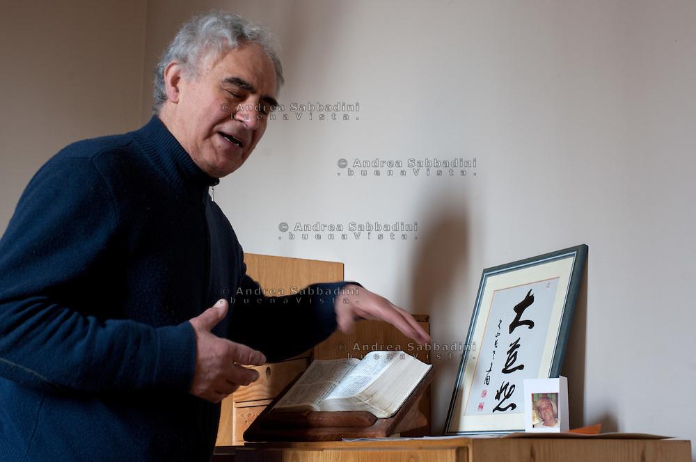 """Desio, 27/03/2012: """"Villa Vangelo e Zen"""", padre Luciano Mazzocchi missionario saveriano e cappellano della comunità cattolica giapponese di Milano..©Andrea Sabbadini"""