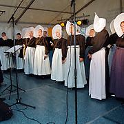 Huizerdag 2000 Huizen, optreden Huizer Vrouwenkoor