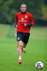 CARDIFF, WALES - Friday, September 2, 2016: Wales' Gareth Bale during a training session at the Vale Resort ahead of the 2018 FIFA World Cup Qualifying Group D match against Moldova. (Pic by David Rawcliffe/Propaganda)