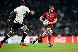 Chris Robshaw of England - Mandatory byline: Patrick Khachfe/JMP - 07966 386802 - 18/09/2015 - RUGBY UNION - Twickenham Stadium - London, England - England v Fiji - Rugby World Cup 2015 Pool A.