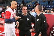 DESCRIZIONE : Pesaro Lega A1 2007-08 Scavolini Spar Pesaro Solsonica Rieti <br /> GIOCATORE : Carlton Myers Arbitro <br /> SQUADRA : Scavolini Spar Pesaro <br /> EVENTO : Campionato Lega A1 2007-2008 <br /> GARA : Scavolini Spar Pesaro Solsonica Rieti <br /> DATA : 16/04/2008 <br /> CATEGORIA : Fair Play <br /> SPORT : Pallacanestro <br /> AUTORE : Agenzia Ciamillo-Castoria/G.Ciamillo