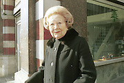 Betty Kenward lending support to the Countryside March. Park Lane. London. March 1998. © Copyright Photograph by Dafydd Jones 66 Stockwell Park Rd. London SW9 0DA Tel 020 7733 0108 www.dafjones.com