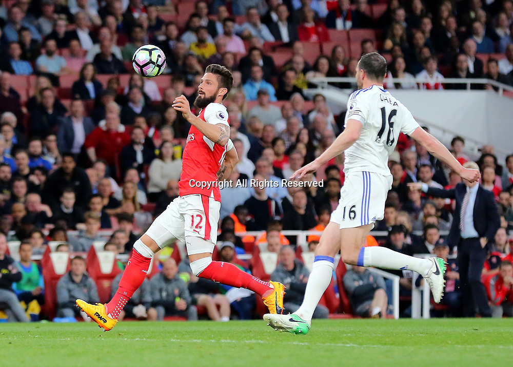 May 16th 2017, Emirates Stadium, Highbury, London, England;  EPL Premier League football, Arsenal FC versus Sunderland; Olivier Giroud of Arsenal focusses on a high ball, as Lee Cattermole of Sunderland looks to close him down